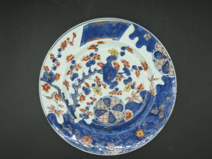 Dish - Porcelain - lat en porcelaine de Chine de style Imari à decor floral, Kangxi - China - Kangxi (1662-1722) - Catawiki