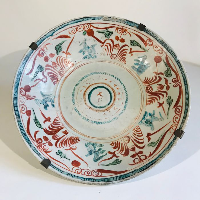 Bowl - Floral - Porcelain - Bird, Flowers - Large Swatow Chinese Bowl, Ming Dynasty (aprox. 1600) - China - Ming Dynasty (1368-1644)