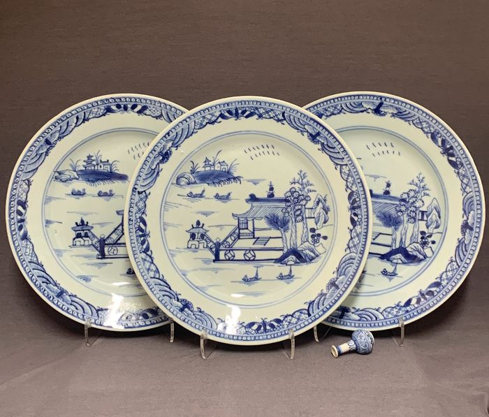 Plates (3) - Porcelain - Chinese - Houses, boats, trees - China - Qianlong (1736-1795)