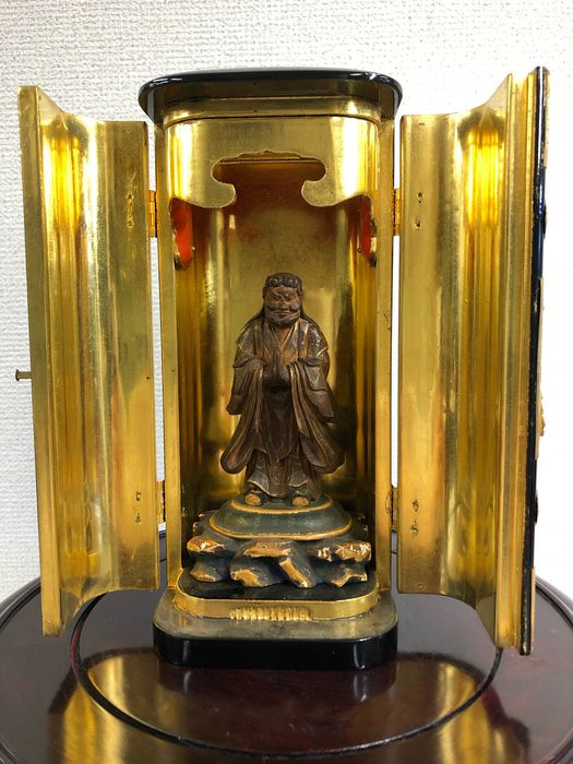 Okimono - Natural solid wood and lacquer gold - 鬼子母神と厨子(Kishimojin and Zushi) - Japan - Taishō period (1912-1926)