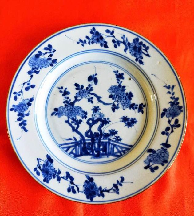 Plate (1) - Blue and white - Porcelain - garden / garden - Kangxi ( 1661-1722) Qing dynasty (1644-1912) GOOD CONDITION - China - 18th century