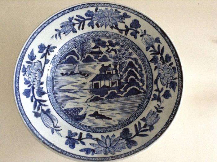 very large dish - Porcelain - Japan - 18th century