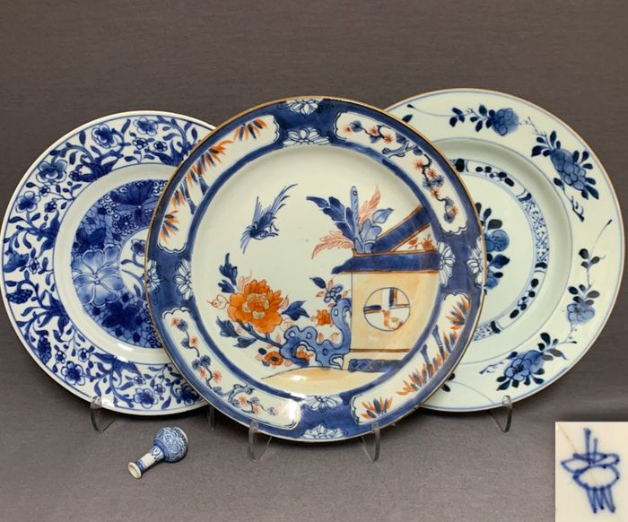 """Plates (3) - Porcelain - Chinese - """"Cuckoo in the house"""" - """"Three friends of cold winter - Blossom roundels - One marked - China - Kangxi (1662-1722)-Qianlong (1735-1796)"""