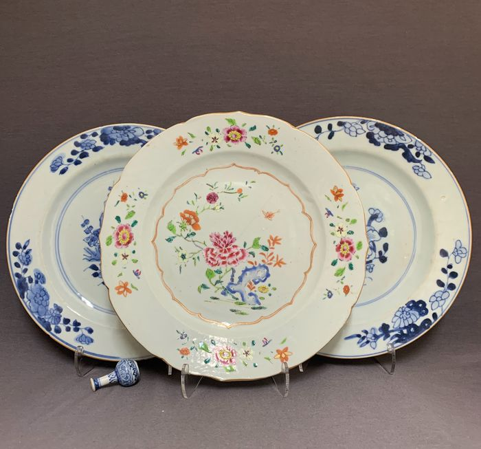 Plates (3) - Porcelain - Chinese - Peonies in a landscape with insects, pierced rock and florals - China - Yongzheng (1722-1735)-Qianlong (1735-1796)