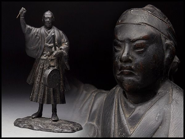 """Standing Warlord statue holding """"Jindaiko""""(陣太鼓), Drum of battle -copper casiting statue - Cast copper - Japan - Meiji period (1868-1912)"""