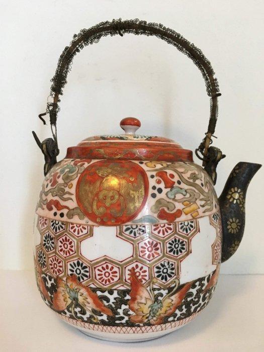 Teapot - Kutani - Porcelain - With mark 'Kutani Kinpei zo' 九谷錦平造 (?) - Japan - Meiji period (1868-1912)