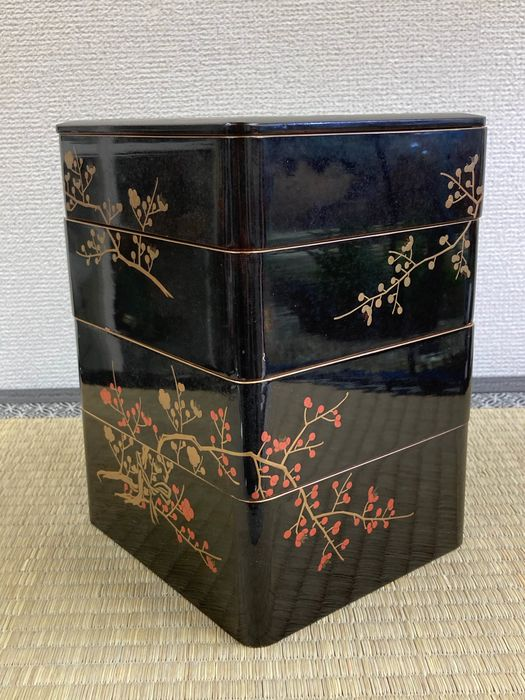 Jubako 重箱 (food box) - Natural solid wood and lacquer gold - Yonso Jubako四層重箱 (Four-tiered food box) - Japan - Meiji period (1868-1912)