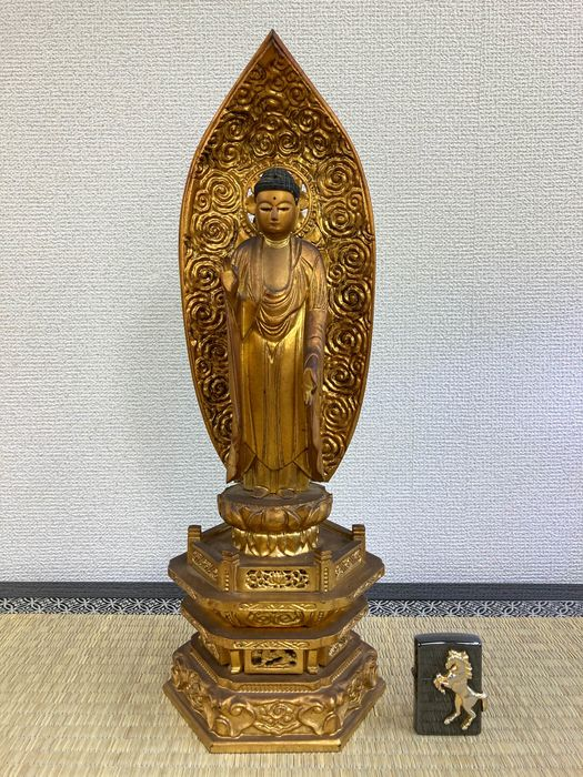Okimono - Natural solid wood and lacquered gold - Beautiful 49cm high statue of Buddha - Japan - Taishō period (1912-1926)