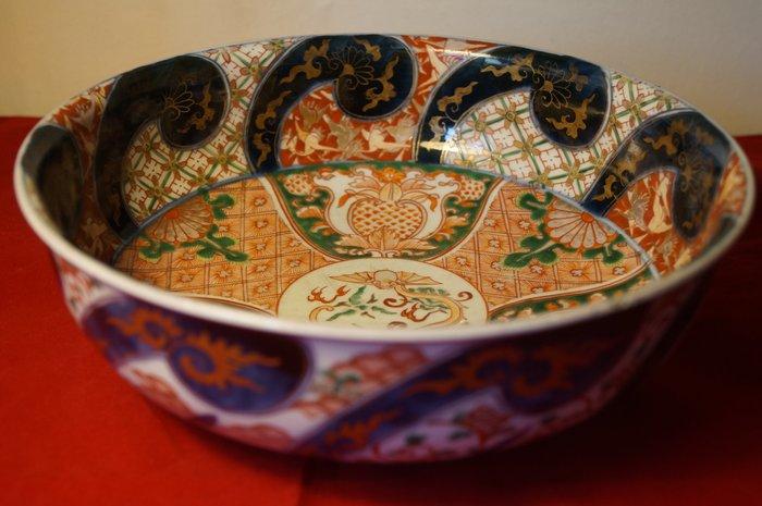 Bowl - Arita, Imari - Porcelain - With mark 'Fuki chōshun' 冨貴長春 - Japan - Meiji period (1868-1912)