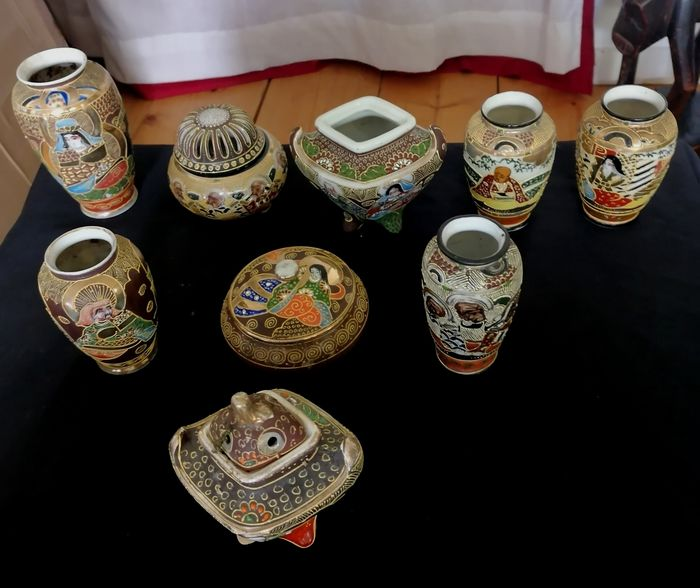 Vases - Perfume burners - Box (9) - Porcelain - Japan - Late 19th century