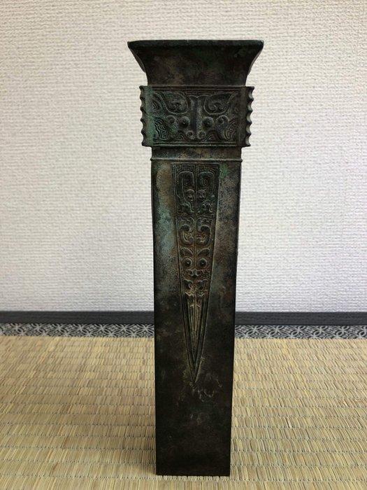 "Okimono - Bronze - Seishu - 青銅饕餮紋花器(Seido Totetsumon Kaki)with signed Seishu""正修"" - Japan - Meiji period (1868-1912)"