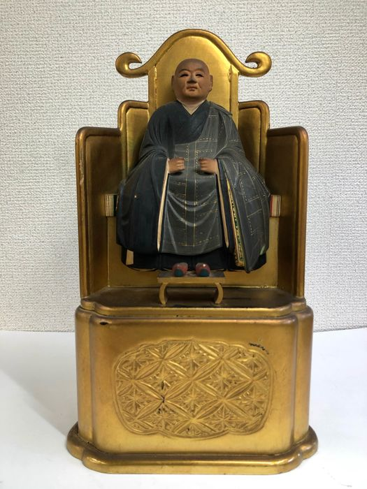 Okimono - Natural solid wood and lacquer gold - 弘法大師(Kobodashi) - Japan - Taishō period (1912-1926)
