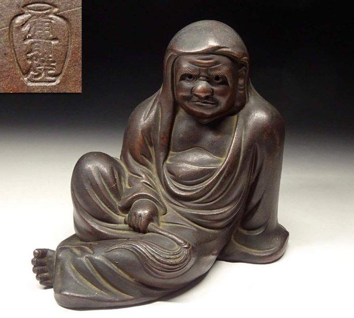 "Okimono - Pottery - Bizenyaki - 達磨(Daruma)with signed Bizenyaki""備前焼&"" - Japan - 19th century"