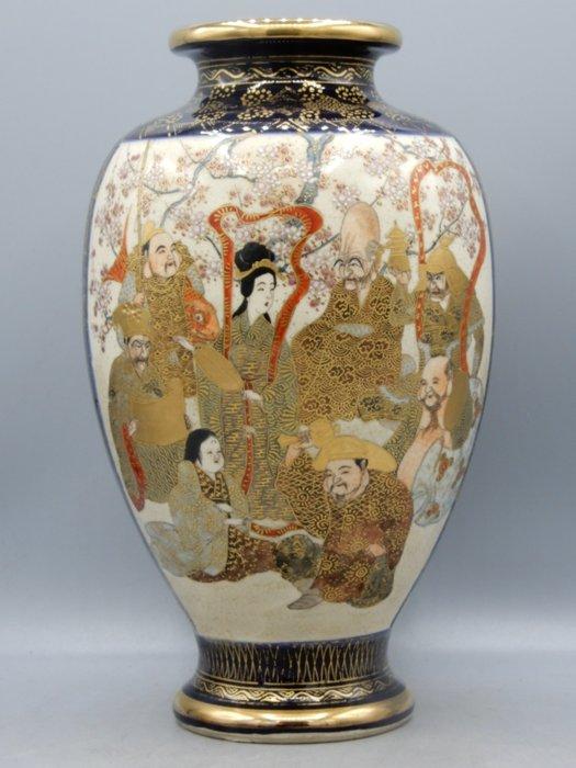 Excellent vase with decor of immortals - Satsuma - Ceramic - Japan - Meiji period (1868-1912)