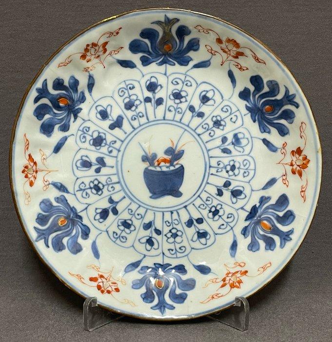 Saucer - Porcelain - Chinese - Floral pot - China - Kangxi (1662-1722)