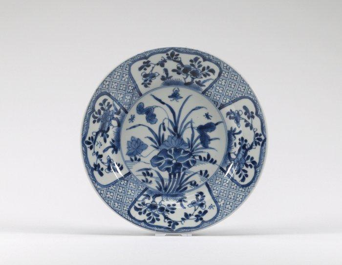Plate (1) - Porcelain - China - Kangxi (1662-1722)