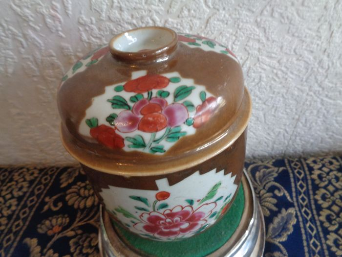 Capuchin lidded box (1) - Porcelain - China - 18th century