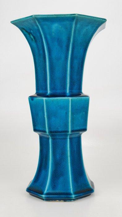 Vase - Porcelain - Octagonal turquoise monochrome Gu vase with kintsugi - China - 19th century
