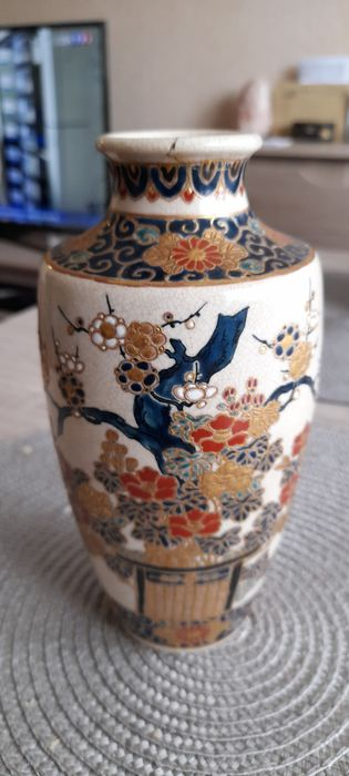 Vase - Satsuma - Ceramic, Porcelain - Marked 'Satsuma Gyokuzan zō' 薩摩玉山造 - Japan - Meiji period (1868-1912)