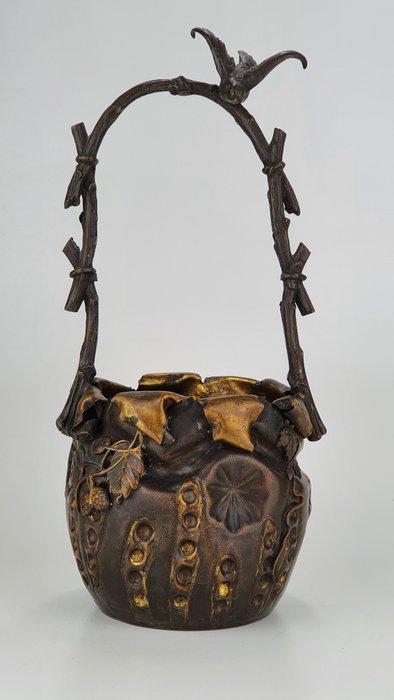 hana-kago (Bronze basket) - Bronze - Rare and Elegant Bronze Hana-Kago (bronze basket) with bird - Japan - Meiji period (1868-1912)