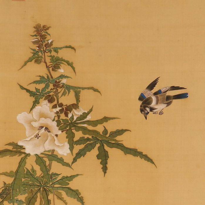 """Hanging scroll (1) - Bone, Silk - So Shiseki (1715-1786) - Very fine scroll """"Three magpies, insect and flowers""""- including original tomobako - Japan - Edo Period (1600-1868)"""