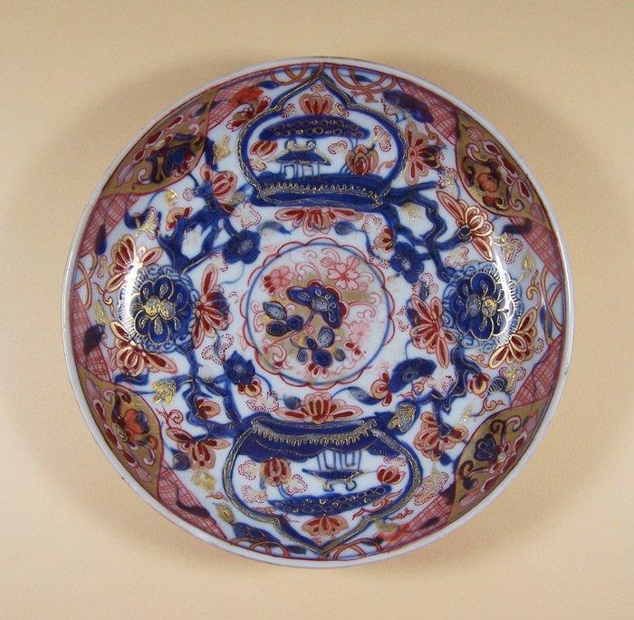 Plate - Imari, Amsterdams Bont - Porcelain - Flowers - An Imari so-called 'Amsterdams Bont' plate, Qianlong (1736-1795), ca 1750 - Japan - Qianlong (1736-1795)