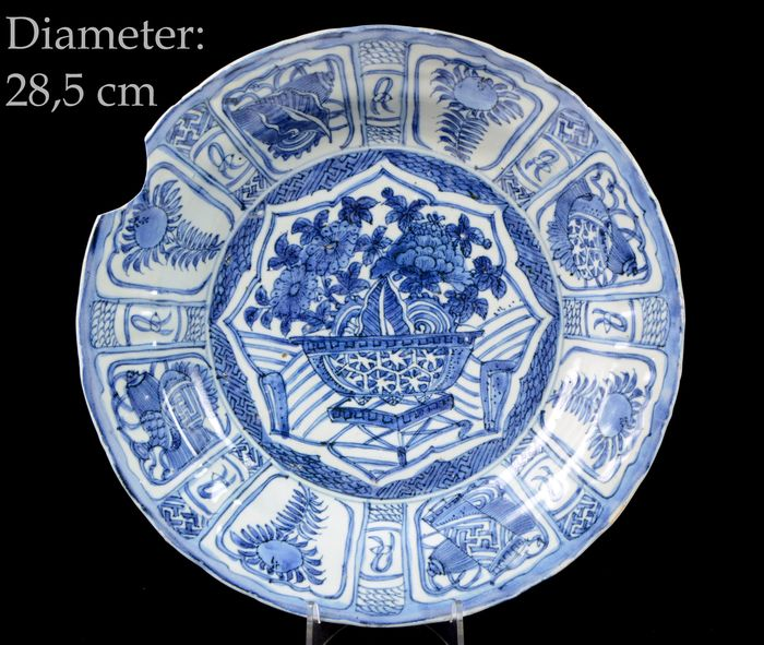 Charger - Blue and white - Porcelain - A big size - dia. 28,5 cm - China - Wanli (1573-1619)
