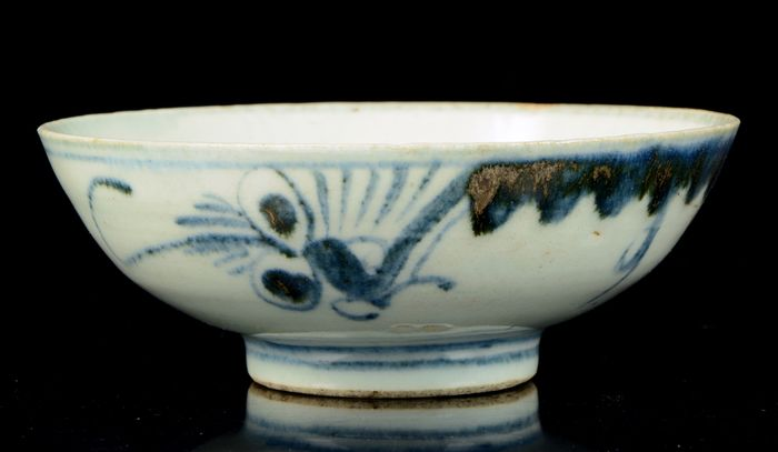 Bowl (1) - Blue and white - Porcelain - China - Ming Dynasty (1368-1644)