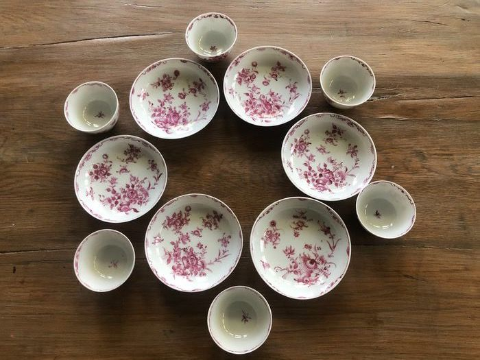 Saucers, Tea cups (12) - Porcelain - Flowers - China - 18th century