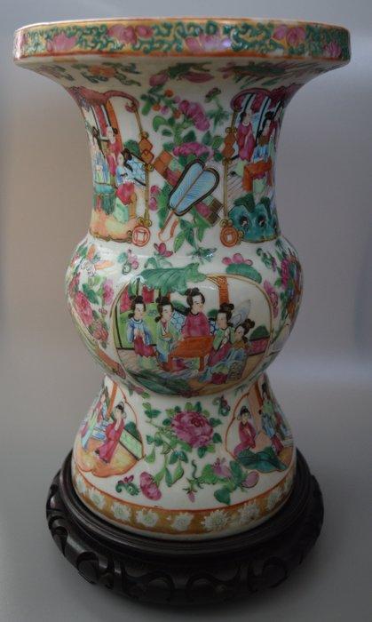 Vase - Porcelain - China - Qing Dynasty (1644-1911)