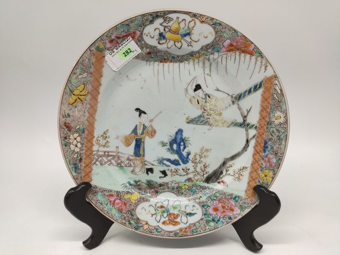ROMANCE OF THE WESTERN CHAMBER PLATE - Famille rose - Porcelain - China - Yongzheng (1723-1735)