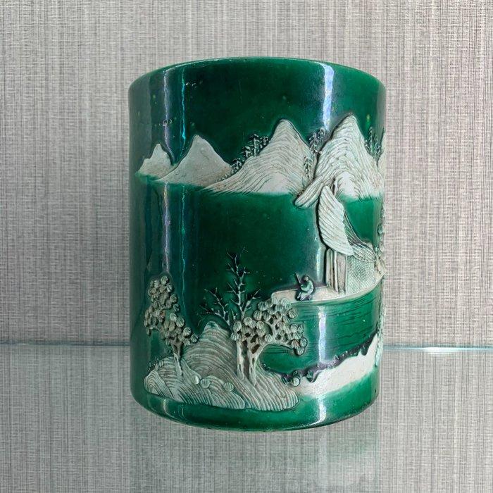 Brushpot (1) - Sancai - Porcelain - Brush pot - China - Qing Dynasty (1644-1911)