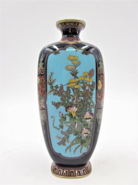 Vase - Cloisonne enamel - With impressed mark O hyō 大兵 (Ota Hyozo) - Japan - Meiji period (1868-1912)