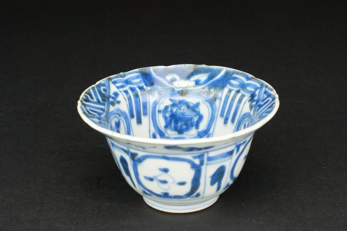 Foliate bowl - Kraak porcelain - Porcelain - *Miniature Klapmuts* - China - Transitional Period