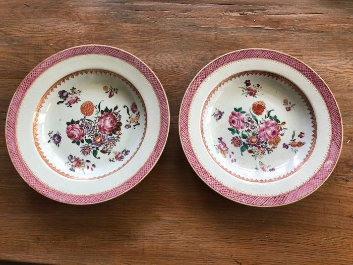 Plates (2) - Famille rose - Porcelain - Floral with gold - Qianlong Borden - China - 18th century