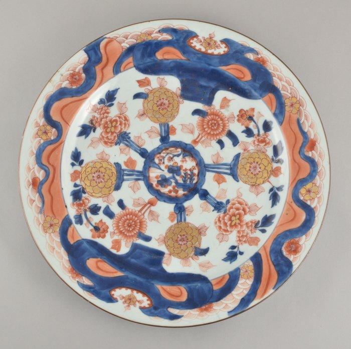 A VERY LARGE CHINESE IMARI DISH - Porcelain - China - Kangxi (1662-1722)