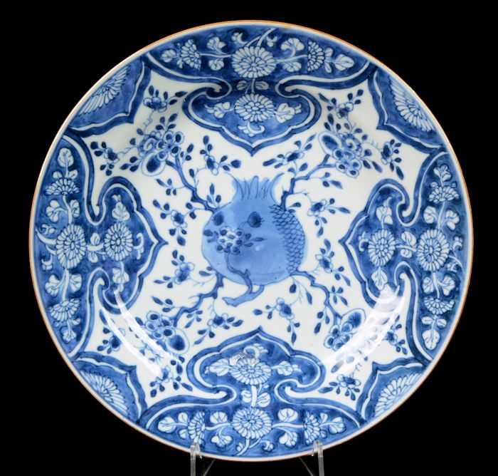 Plate (dish) (3) - Blue and white - Porcelain - Pomegranate pattern, ruyi (scepter) heads, flowering blossom - China - 18th century