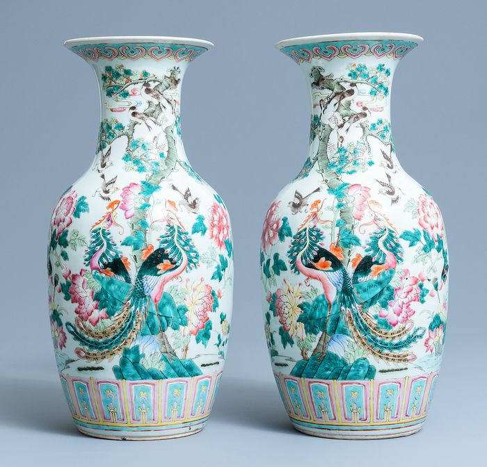Perfect matching large pair of MIRROR IMAGE 'PHOENIX' vases (2) - Famille rose - Porcelain - China - Qing Dynasty (1644-1911)