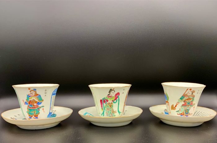 "Saucers, Tea cups (3) - Porcelain - Tassen ""Wu Shuang Pu - Table of Peerless Heroes"" - China - 19th century"