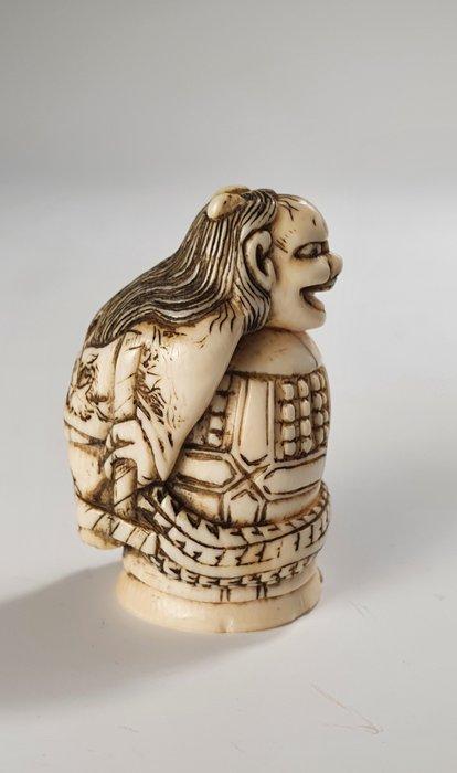 Netsuke - Ivory - legend of Kiyohime - Japan - Edo Period (1600-1868)