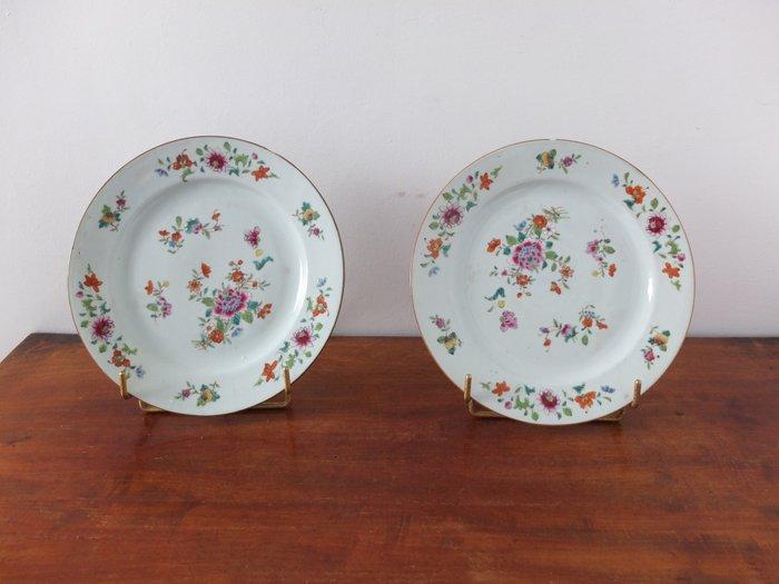 Plate (2) - Famille rose, Floral, kakiemon - Porcelain - China - Qianlong (1736-1795)