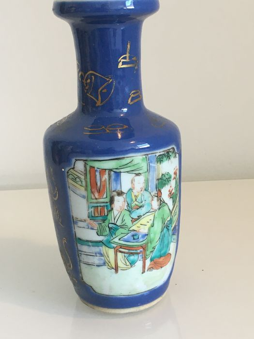 A Chinese powder blue ground famille verte Vase - Porcelain - China - Qing Dynasty (1644-1911)