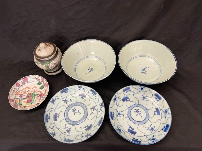 bowls and plates (6) - Porcelain - China - 18th - 19th century