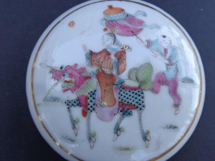 Box (1) - Famille rose - Porcelain - Demon - China - 19th century
