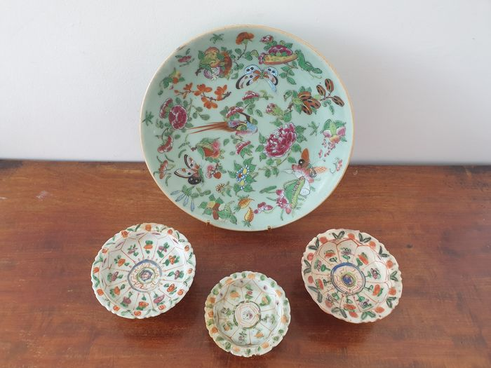 large dish and 3 small cups on foot (4) - Porcelain - China - Late 19th century