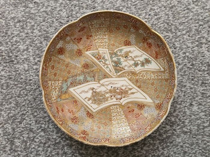 A Fine Satsuma Plate with Figures and Flowers - Porcelain - Japan - Meiji period (1868-1912)