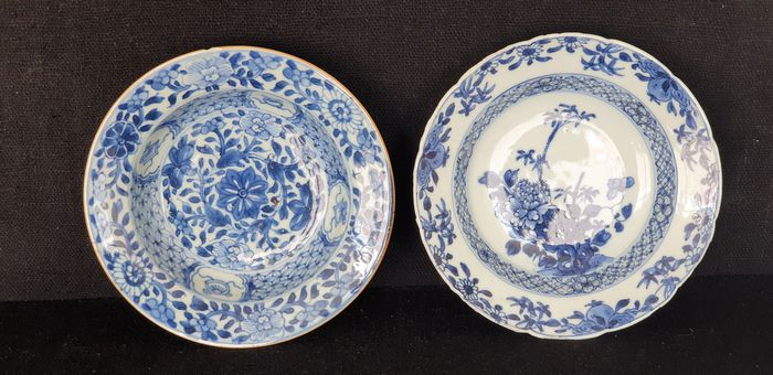 Plates (2) - Blue and white - Porcelain - Flowers - Twee chinese borden Chienlung - China - 18th century