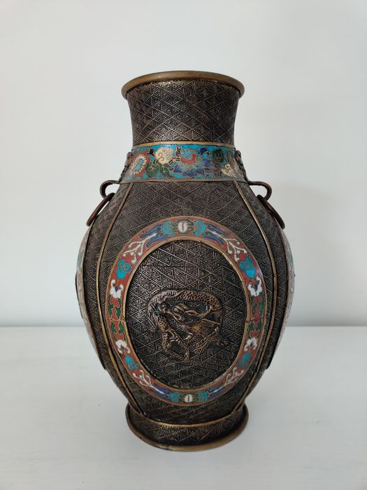 Cloisonné vase with dragons - Bronze, Cloisonne enamel - Japan - Meiji period (1868-1912)