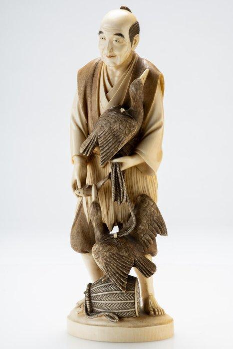 Okimono - Elephant ivory - La pesca con cormorano - Firmato Shisei - Japan - Meiji period (1868-1912)