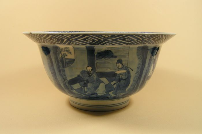 'Klapmuts' bowl - Blue and white - Porcelain - Boys, Western Chamber - A Kangxi Mark and Period blue and white decorated so-called 'klapmuts' bowl - China - Kangxi (1662-1722)